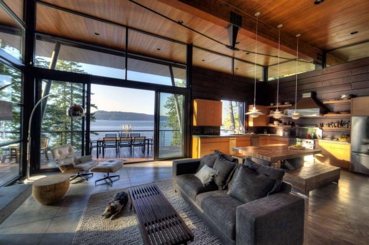 Sala comedor y terraza con vista al mar