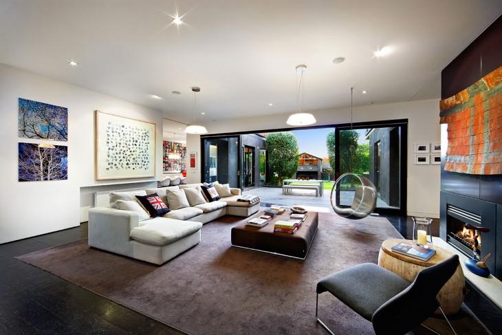 Sala con terraza y salida al patio