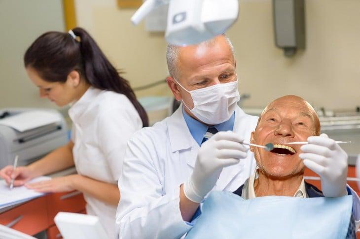 Patrick Stewart photoshop, dentista