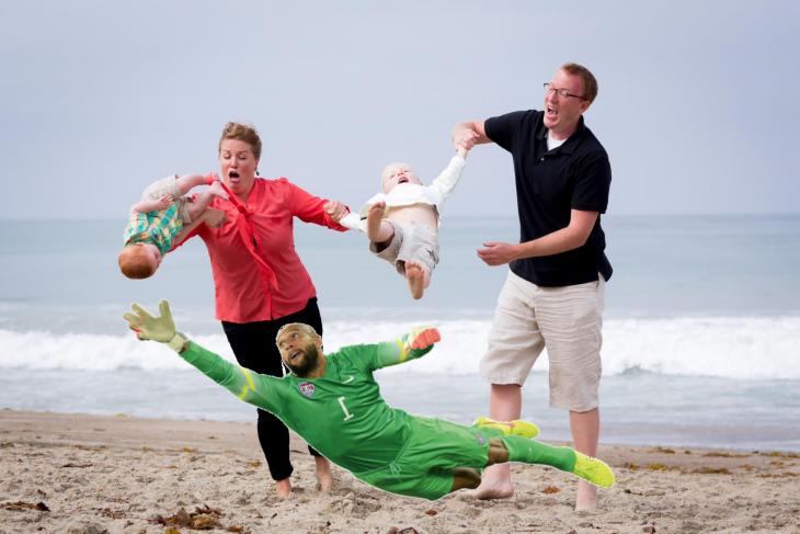 Photoshop niño cae en la playa portero