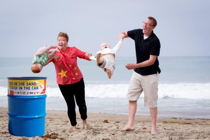 Photoshop niño cae en la playa politica de hijo único