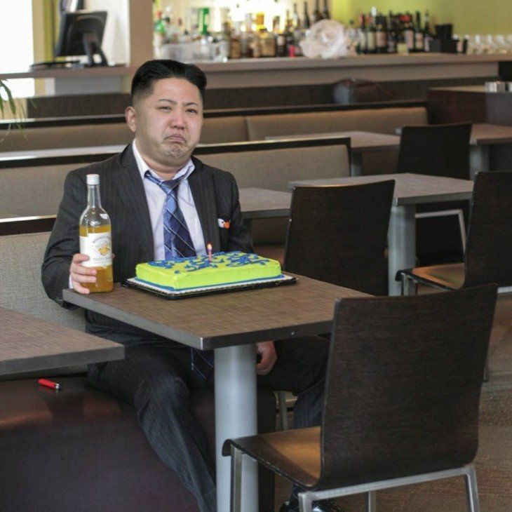 Photoshop de solitario cumpleañero kim jong un