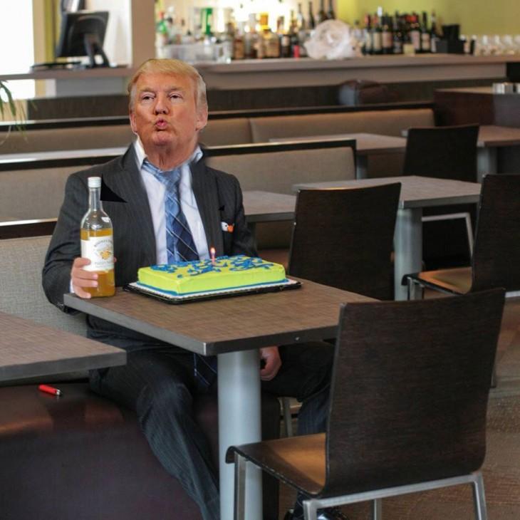 Photoshop de solitario cumpleañero donald trump