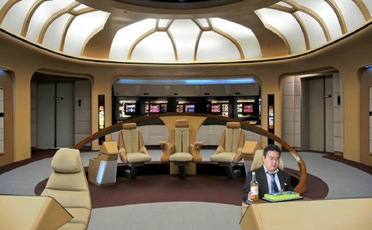 Photoshop de solitario cumpleañero en el enterprise