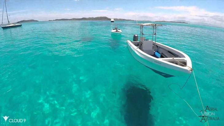 Barco que parece flotar