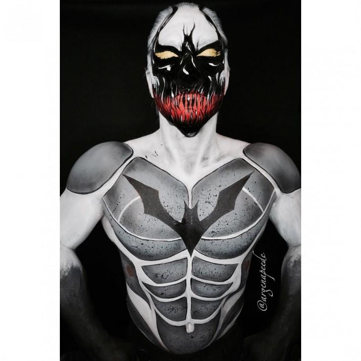 batman anti venom hibrido