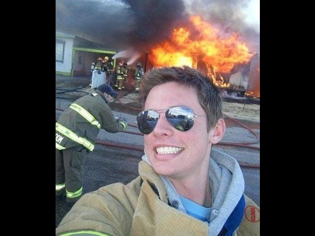 Bombero entre llamas