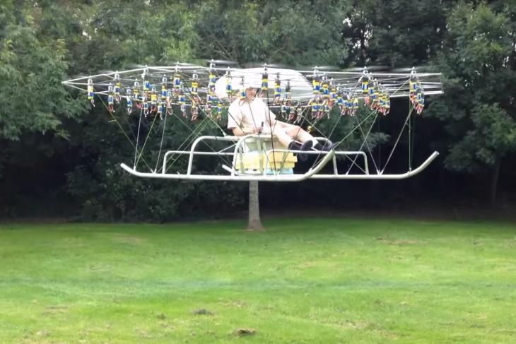 Este hombre Construye un helicóptero con 54 Drones