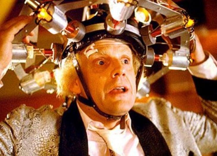 maquina para leer la mente del doc emmett brown