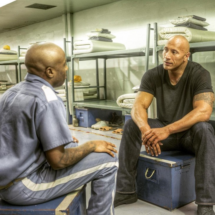 dwayne johnson ayuda a reabilitar criminal en la carcel