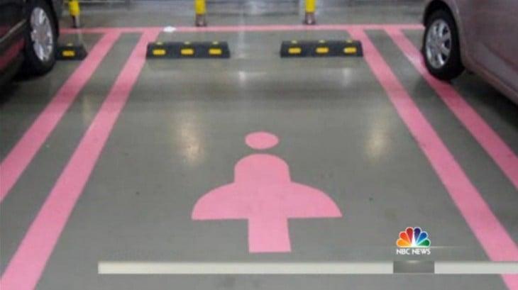 estacionamiento reservado para mujer