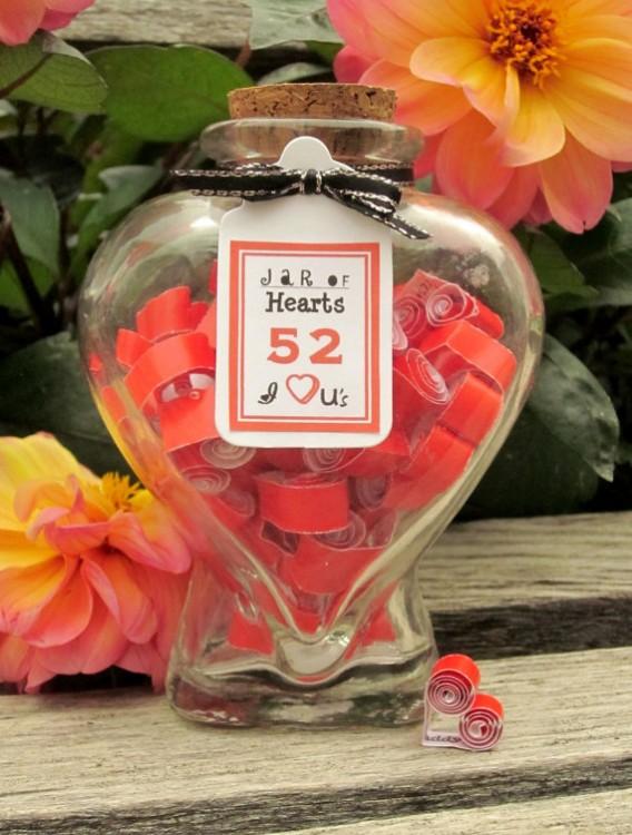 frasco lleno de notas de amor