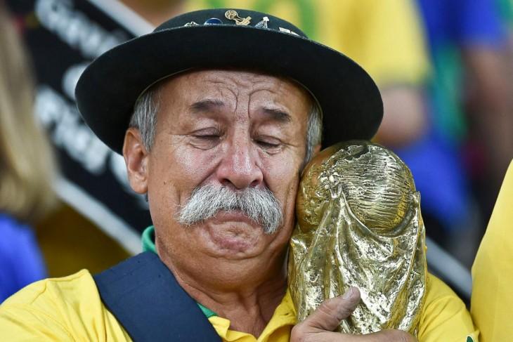 Clóvis Acosta Fernandes llorando en juego de brasil
