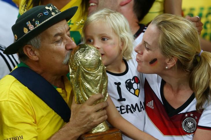 Clóvis Acosta con aficionados alemanes