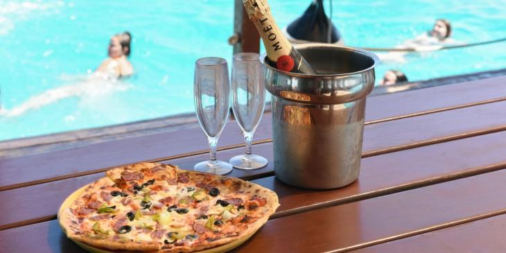 Pizza y Champaña