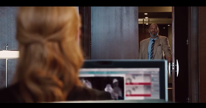 pepper descubierta en computadora iron man