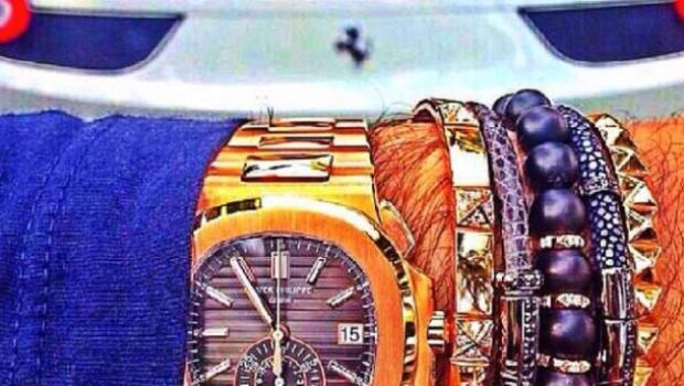 relojes caros de narcojunior con ferrari blanco