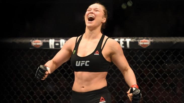 Risa de mujer en ring