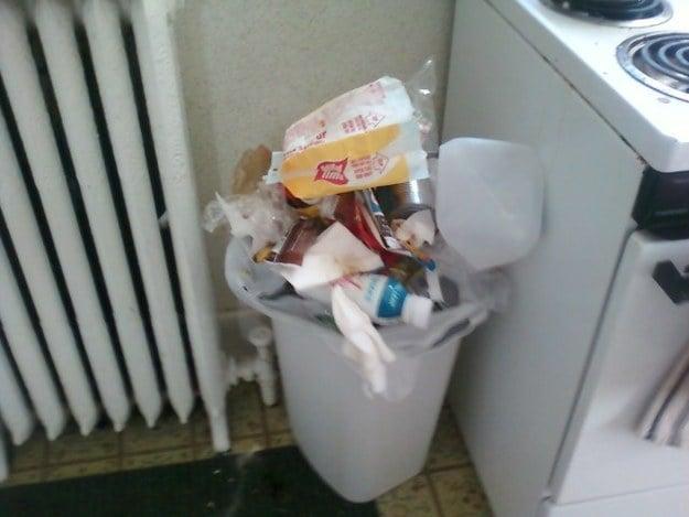 bote de basura lleno