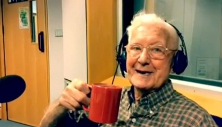 bill tomando café en la estación de radio Solent