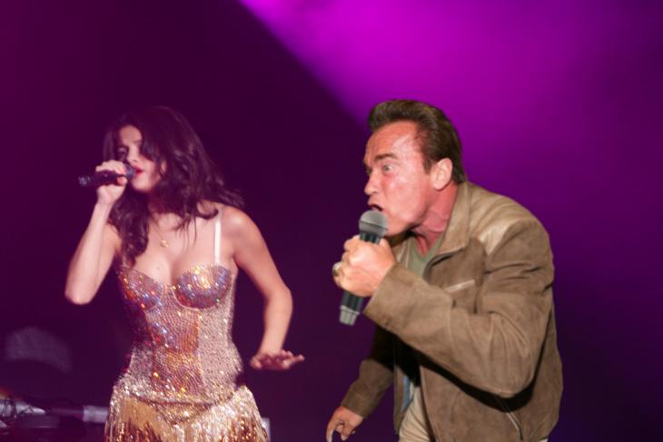 Cantando con Lana del Rey, Photoshop de Schwarzenegger