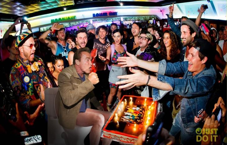 Photoshop de Schwarzenegger en una fiesta