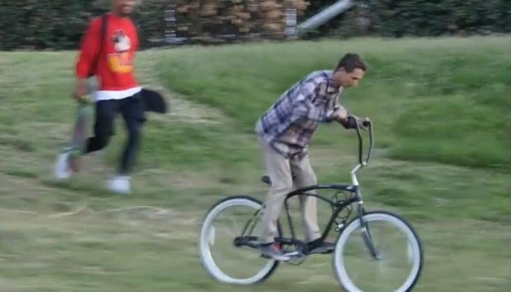 chico logra robarse la bicicleta