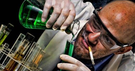 """Científico descubre la bacteria de """"la vida eterna"""", SE LA INYECTA y esto sucedió"""