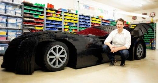 Construyó su propio Batimóvil de tamaño real con Lego