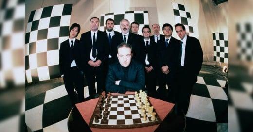 Ilusionista compite con los Mejores Maestros de Ajedrez ¡al mismo tiempo!