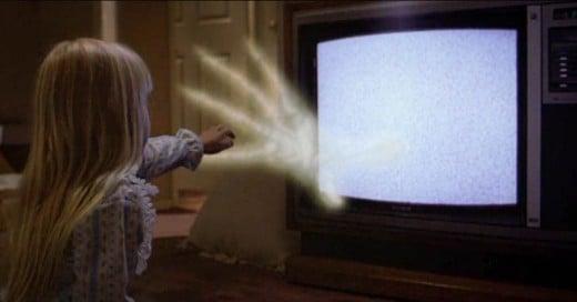¿Por qué no es bueno quedarte dormido con la televisión encendida?