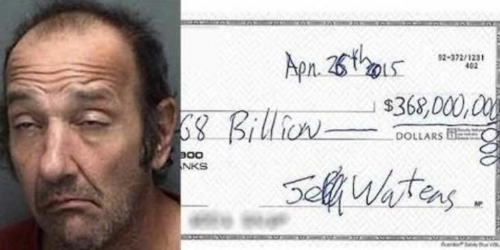 Jeff water junto al cheque que quiso cobrar