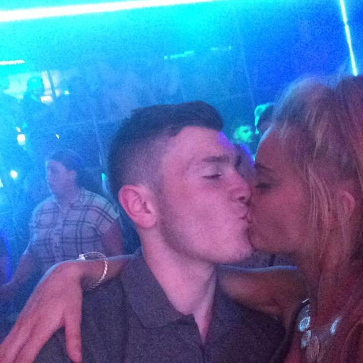 pippa y matty besándose