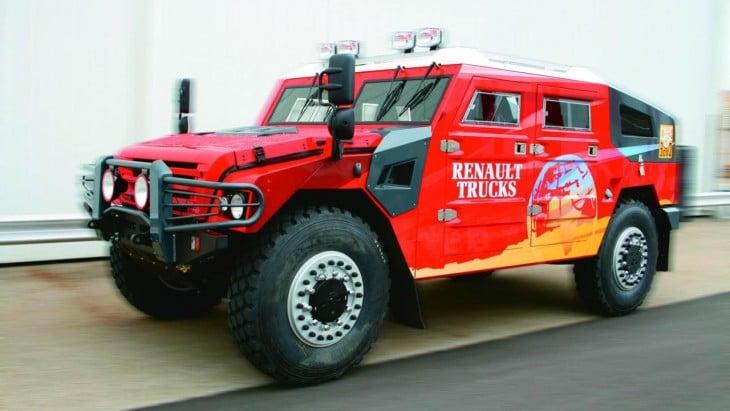 Renault Sherpa rojo vehiculo militar