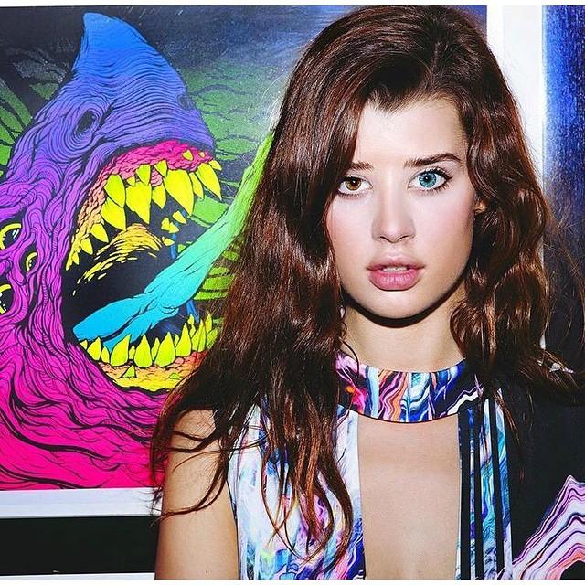 Sarah McDaniel tiburon ojo azul ojo verde