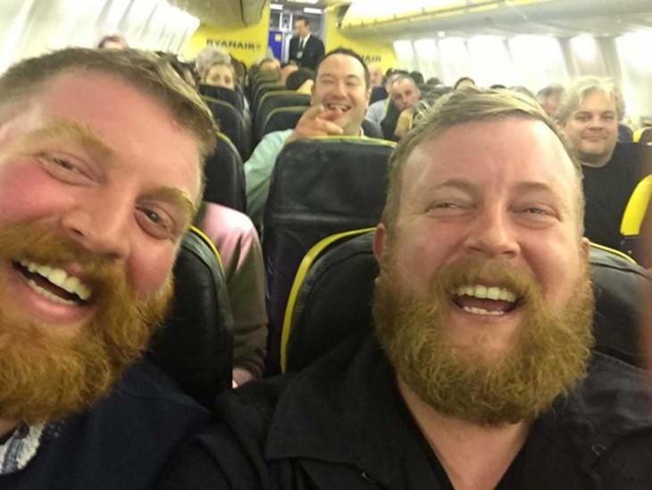 Hombres idénticos con barba