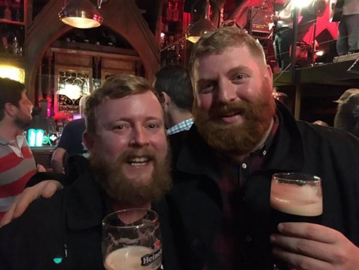 Barbones con cervezas