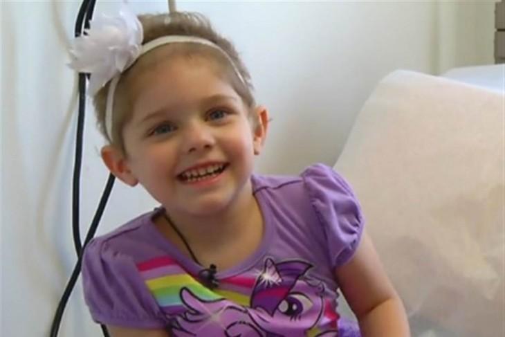 Abby de 4 años padece leucemia