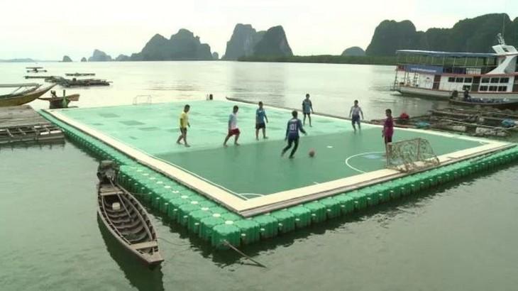 Cancha flotante de futbol