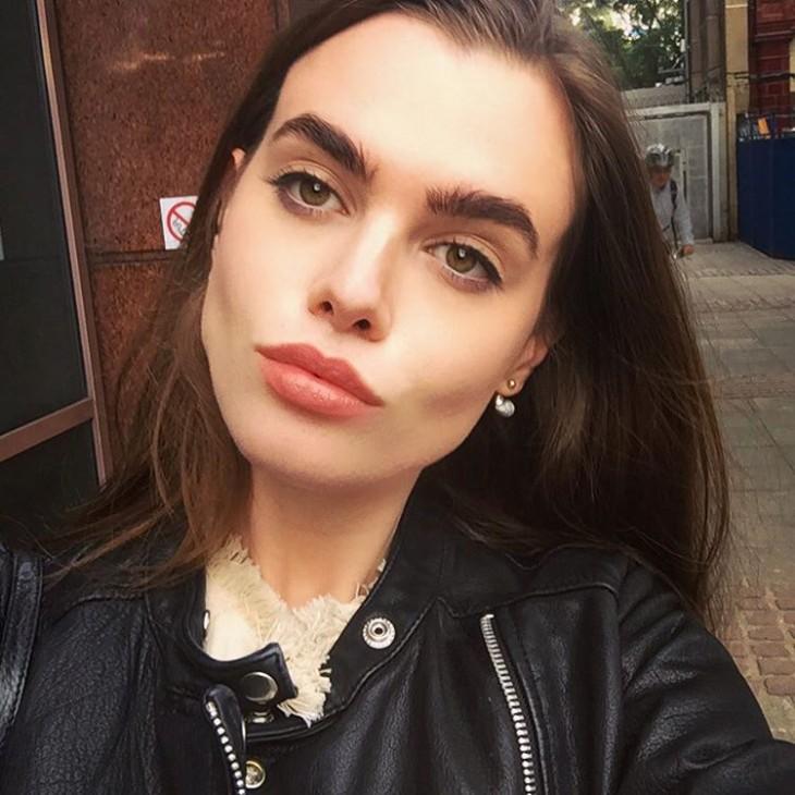 Una selfie de Charli en la calle