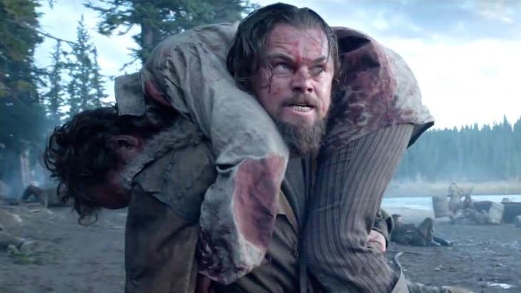 Leonardo Di Cprio carga a un hombre