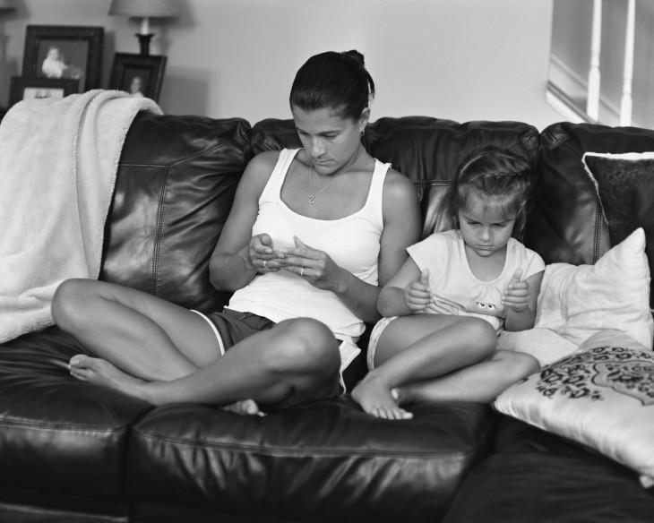 madre e hija sin celular ni tablet erick pickersgill
