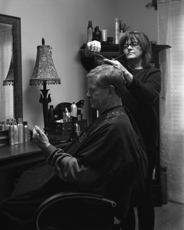 hombre le cortan el pelo sin celular erick pickersgill removed