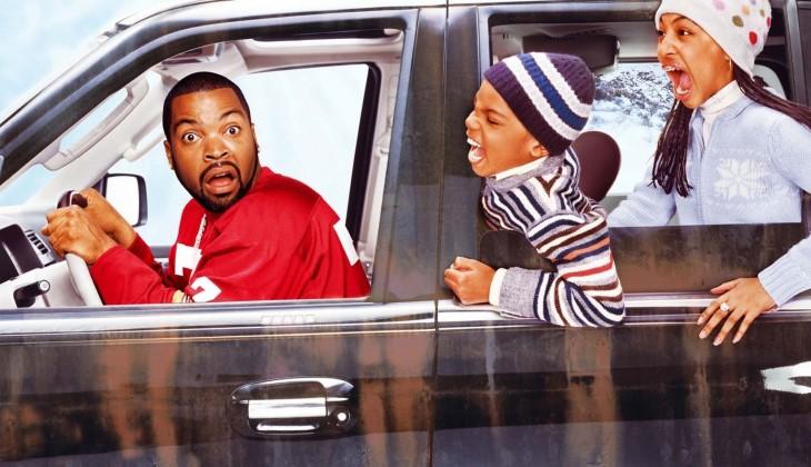 niños gritando en el carro con padre manejando