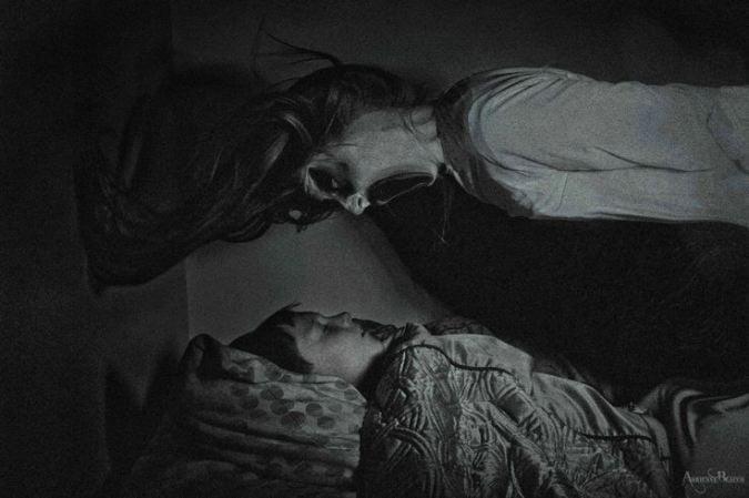 fantasma en la cama de niño