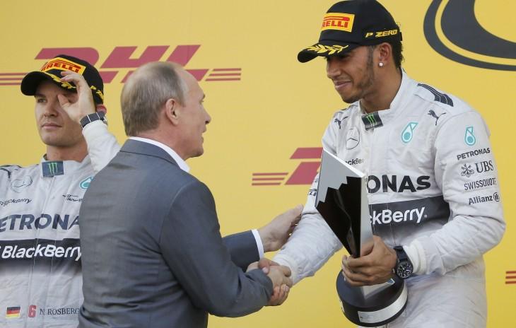 Lewis Hamilton Baña con Champagne a Vladimir Putin en el Gran Premio de Rusia