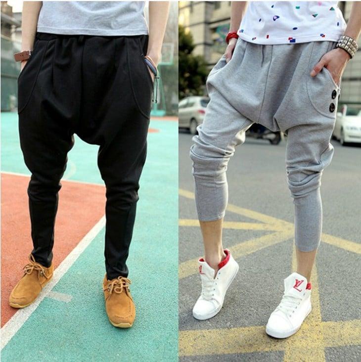 Fotografías de pantalones jogger con tenis y zpatos