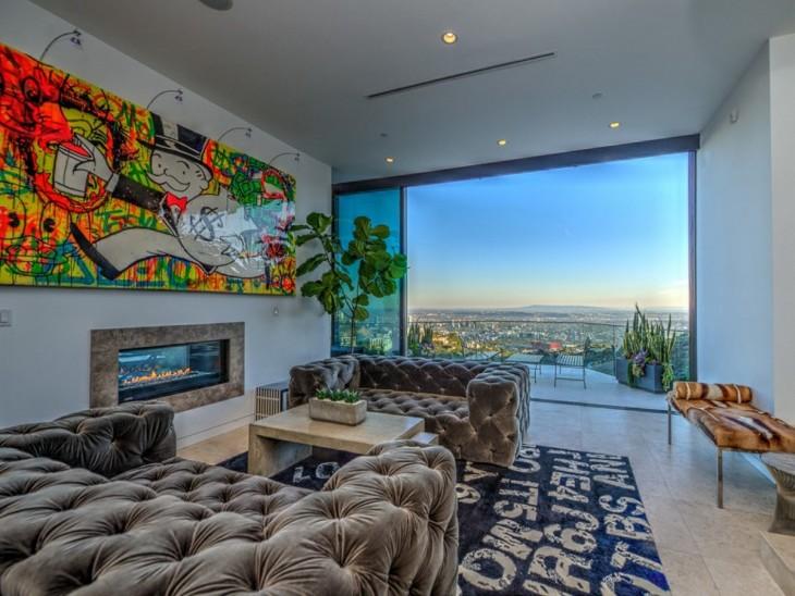 Chimenea en una mansión de Hollywood