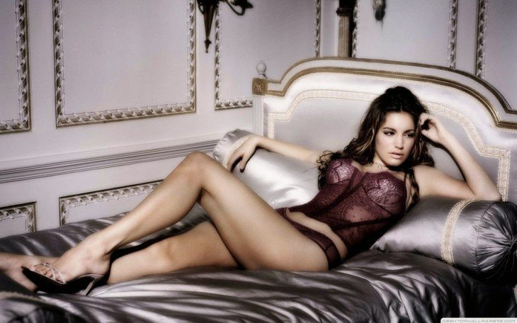 Kelly Brook en la cama