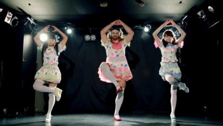 Ladybaby bailando